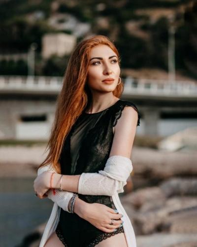 Elina aus Ukraine